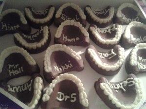 Individual denture cakes