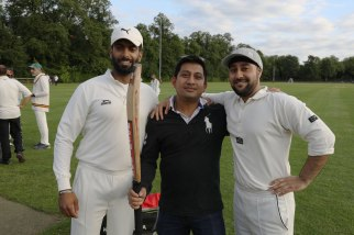 Staff-student-cricket_10